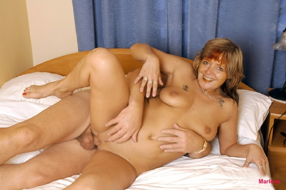 Milf fucked in spreaderbar